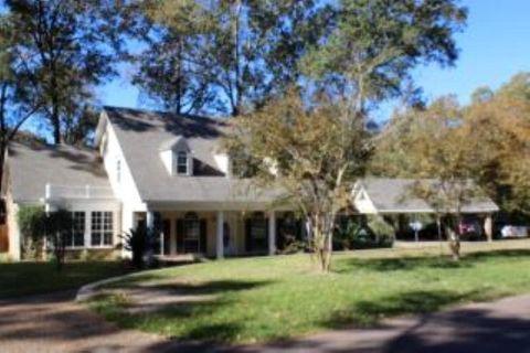 121 Woodhaven Dr, Natchez, MS 39120