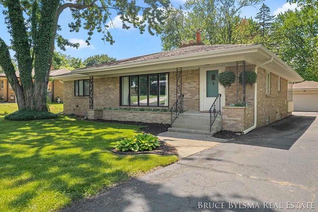 125 Loch Lomond Ave NE Grand Rapids, MI 49546
