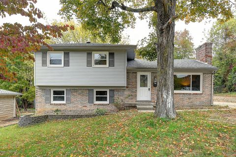 Photo of 6305 Moorhaven Dr, Louisville, KY 40228