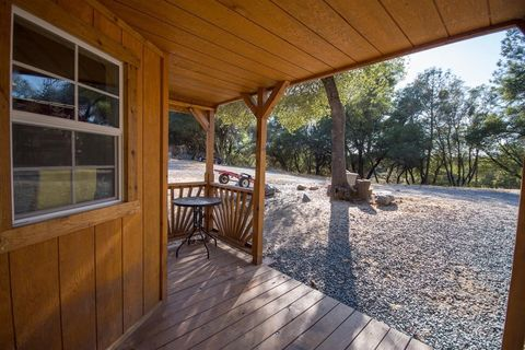 Photo of 2001 Wolverine Ln, El Dorado, CA 95623