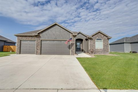 Photo of 2732 Shoreline Dr W, Salina, KS 67401