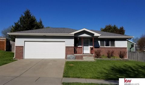 Photo of 2015 Nw 50th St, Lincoln, NE 68528