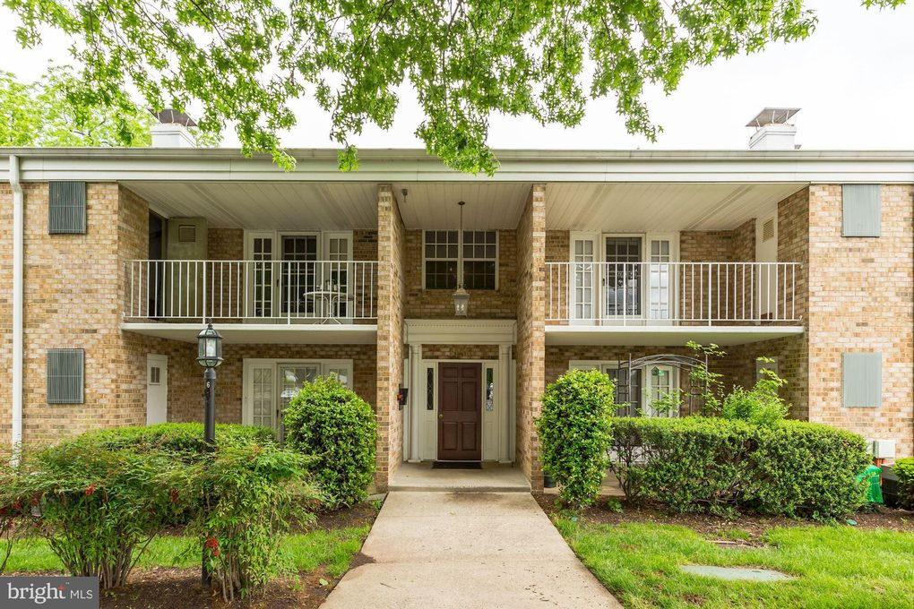 1136 S Washington St Apt 203 Falls Church, VA 22046