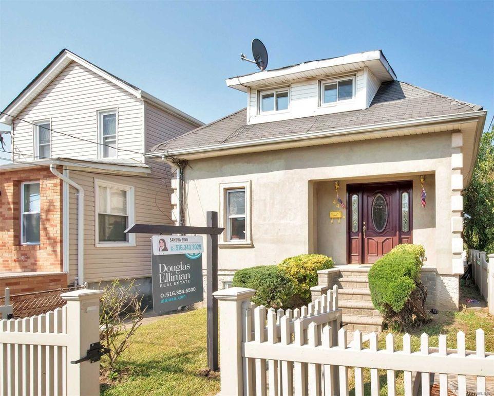 44 Roquette Ave Elmont, NY 11003