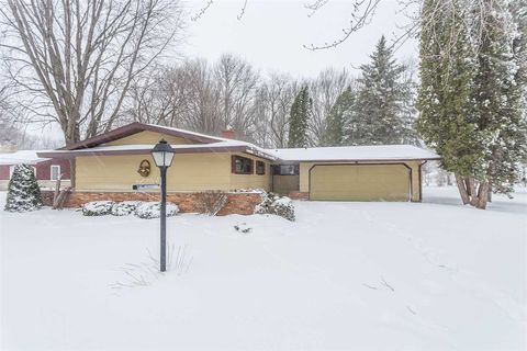 Photo of 89 18th St, Clintonville, WI 54929