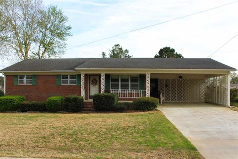 Photo of 915 Meadow St, Brownsville, TN 38012