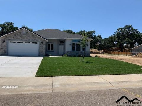 Photo of 1445 Acacia St, Red Bluff, CA 96080