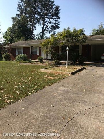 Photo of 303 Sherwood Dr, Maryville, TN 37801