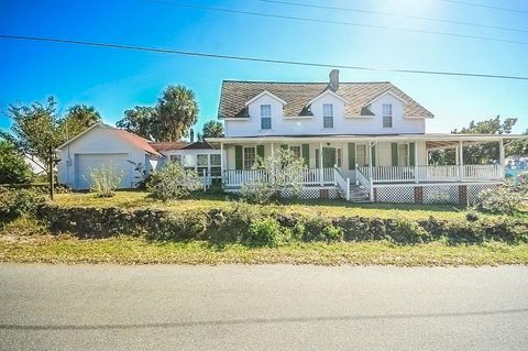Terrific Waterfront Homes For Sale In Cedar Key Fl Realtor Com Home Interior And Landscaping Spoatsignezvosmurscom