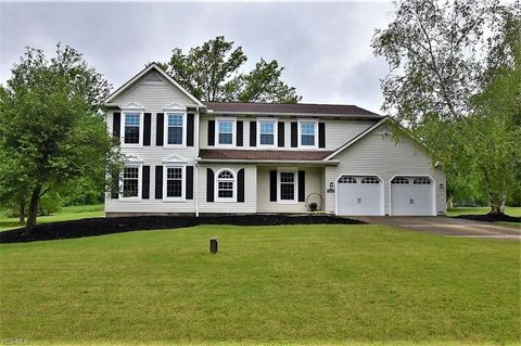 Photo of 16590 Snow Shoe Trl, Chagrin Falls, OH 44023