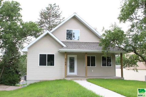 Photo of 2109 S Lakeport St, Sioux City, IA 51106