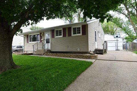 Heritage, Moline, IL Real Estate & Homes for Sale - realtor com®