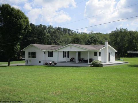 7107 Independence Rd, Independence, WV 26374