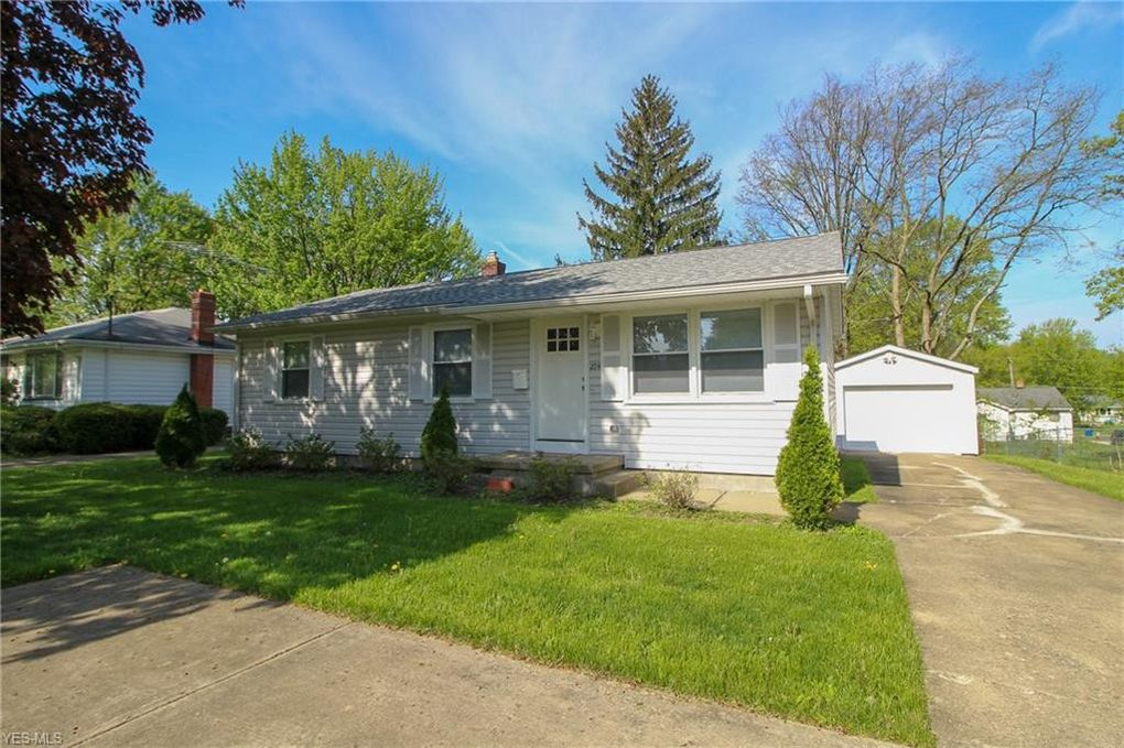 274 Aldrich Rd, Youngstown, OH 44515