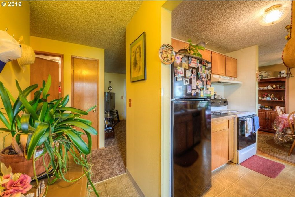 14846 Se Caruthers Ct, Portland, OR 97233