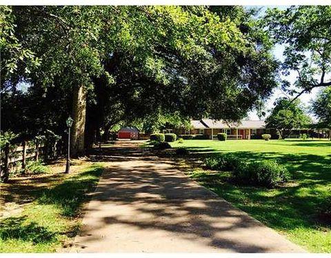 9137 Woolmarket Rd, Biloxi, MS 39532