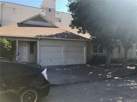 Photo of 11229 Peach Grove St, North Hollywood, CA 91601
