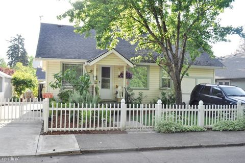 Photo of 725 Nw Birch St, McMinnville, OR 97128