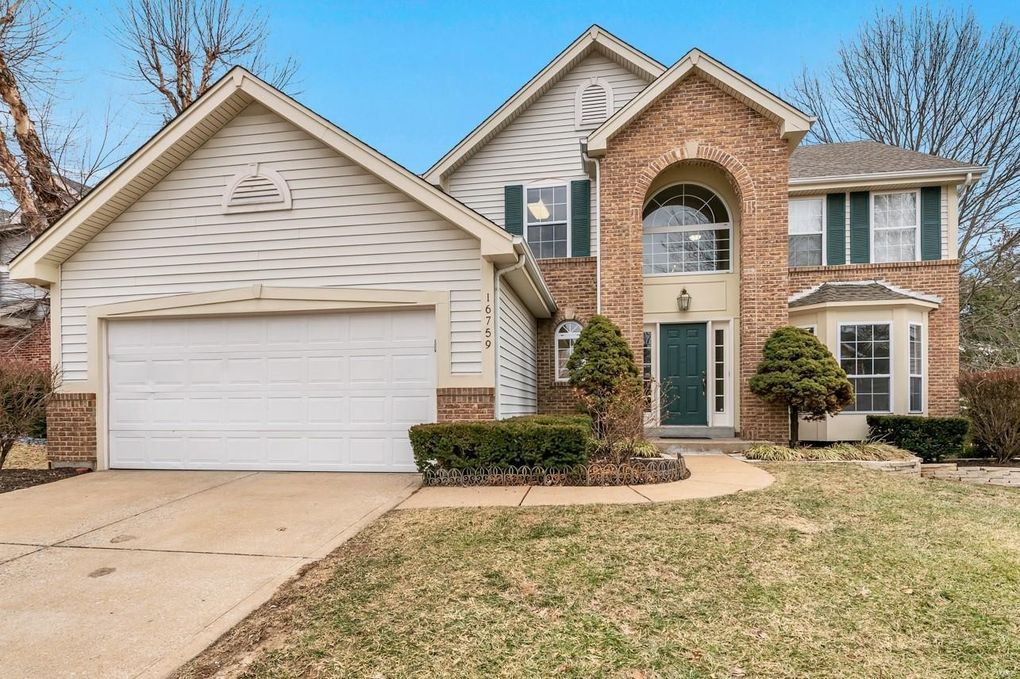 16759 Chesterfield Manor Dr Chesterfield, MO 63005