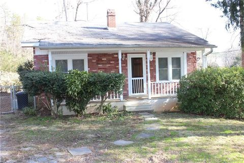 Photo of 105 Beaver St, Tryon, NC 28782