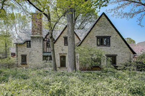 Photo of 4725 N Wilshire Rd, Whitefish Bay, WI 53211