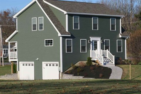 Photo of 4 Red Gate Dr, Kingston, NH 03848