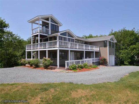 37 Governor Paine Rd, Portsmouth, RI 02872