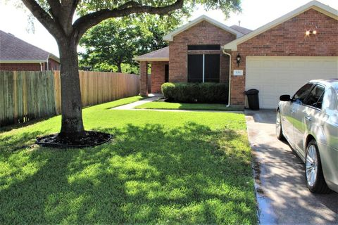 Photo of 834 Chase View Dr, Bacliff, TX 77518