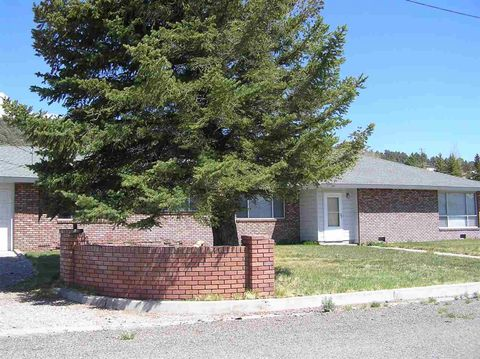 Photo of 84 Castle Peak Dr, Bridgeport, CA 93517
