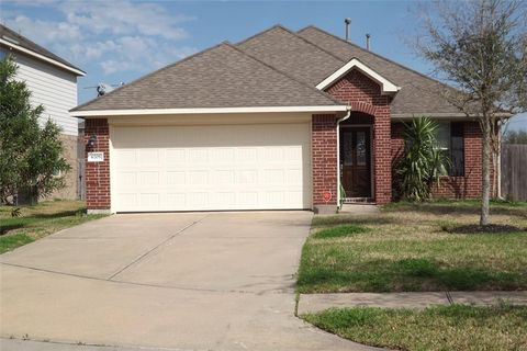 Photo of 6705 Sequoia Creek Ct, Dickinson, TX 77539