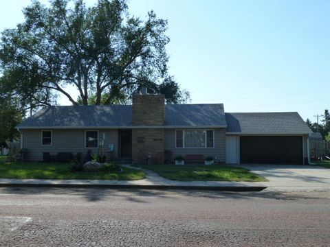 Photo of 603 S 3rd St, Parkston, SD 57366