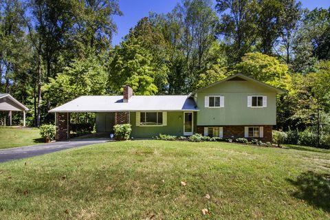 1031 W Outer Dr, Oak Ridge, TN 37830