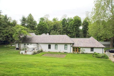 5 Stream Ct, Great Neck, NY 11023