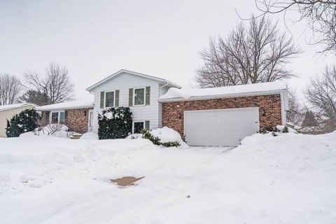 Photo of 1925 Audubon Dr, Waterloo, IA 50701