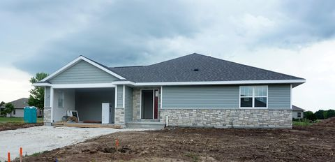 Photo of 2516 Fox Chase Dr, Manitowoc, WI 54220