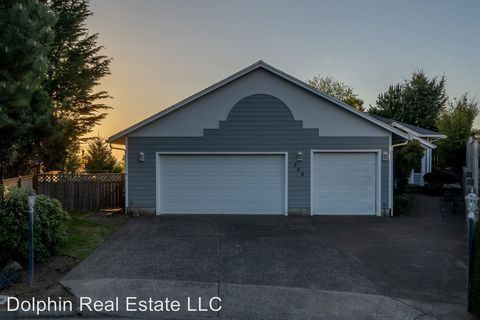 Photo of 755 Ne Jeffries Pl, Newport, OR 97365
