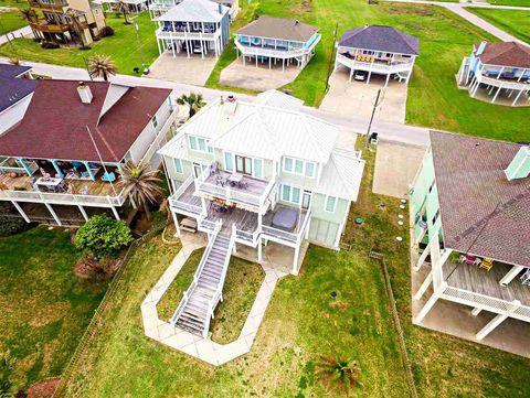 2272 Trinidad Dr, Crystal Beach, TX 77650