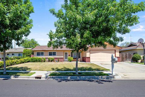 Photo of 2225 Carter Way, Hanford, CA 93230