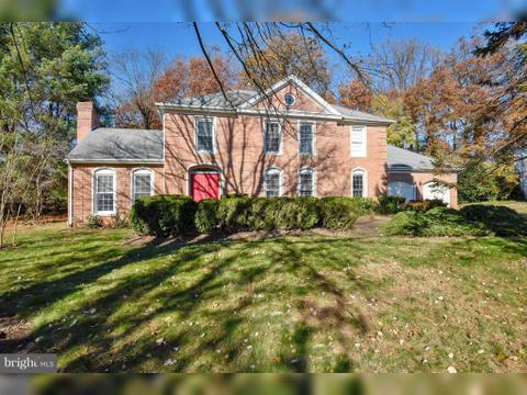 8410 Holly Leaf Dr, McLean, VA 22102