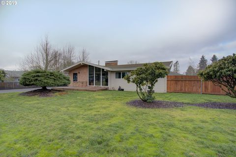 Photo of 6920 Nw Canyon Crest Loop, Vancouver, WA 98665