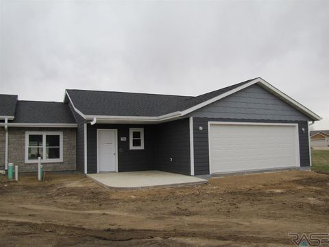 Photo of 706 Britz Dr, Luverne, MN 56156
