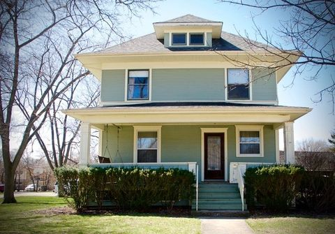 536 S 3rd St, West Dundee, IL 60118