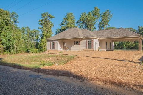 Photo of 114 Donaldson Rd, Dry Prong, LA 71423