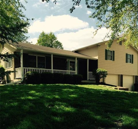 Photo of 502 N 10th St, Savannah, MO 64485