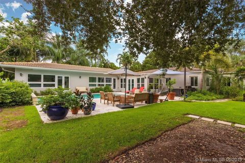 Prime Miami Fl Houses For Sale With Swimming Pool Realtor Com Home Interior And Landscaping Ponolsignezvosmurscom