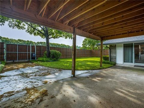 Photo of 5525 Meadow Crest Dr, Dallas, TX 75229