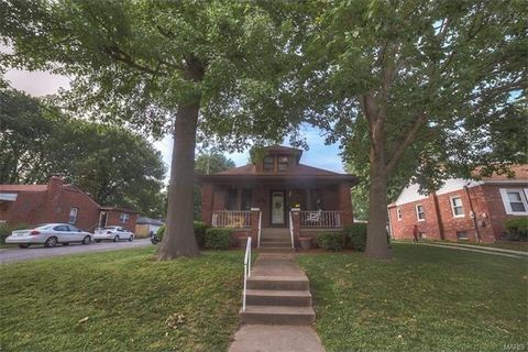 31 S 38th St, Belleville, IL 62226