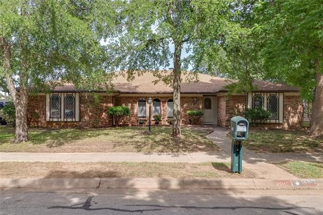 2408 Lakeview Dr Bedford, TX 76021