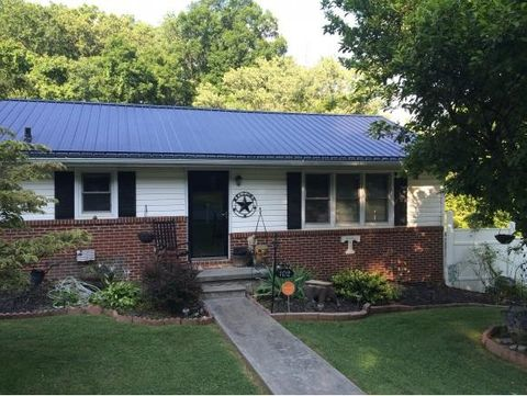 102 Taylortown Rd, Johnson City, TN 37601
