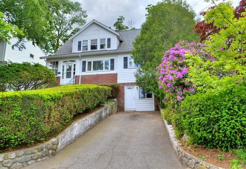 Photo of 141 Presidents Ln, Quincy, MA 02169